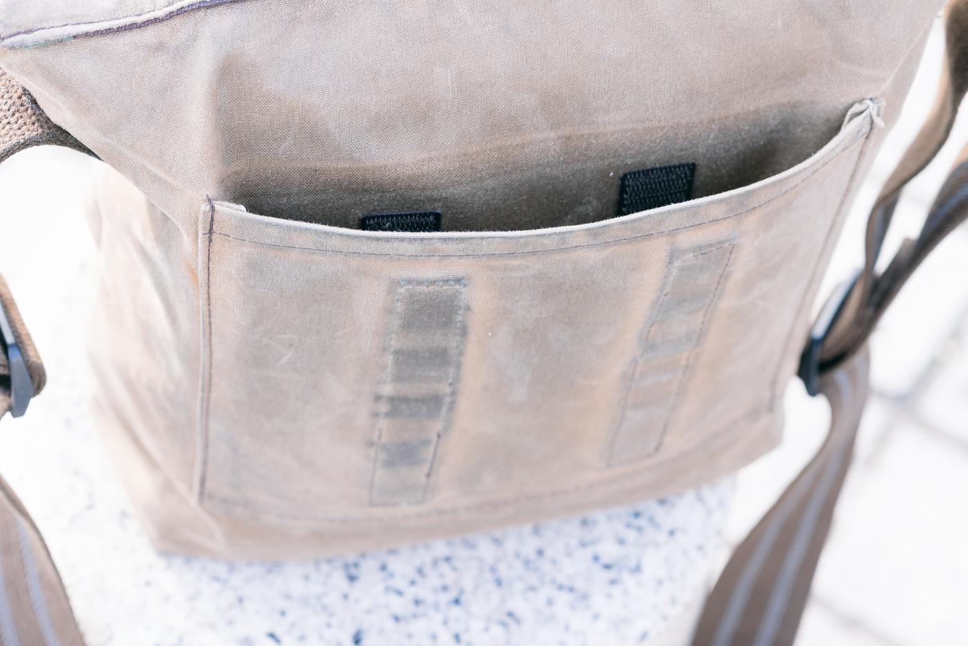 Passant pour fixer le sac à une poignée de valise