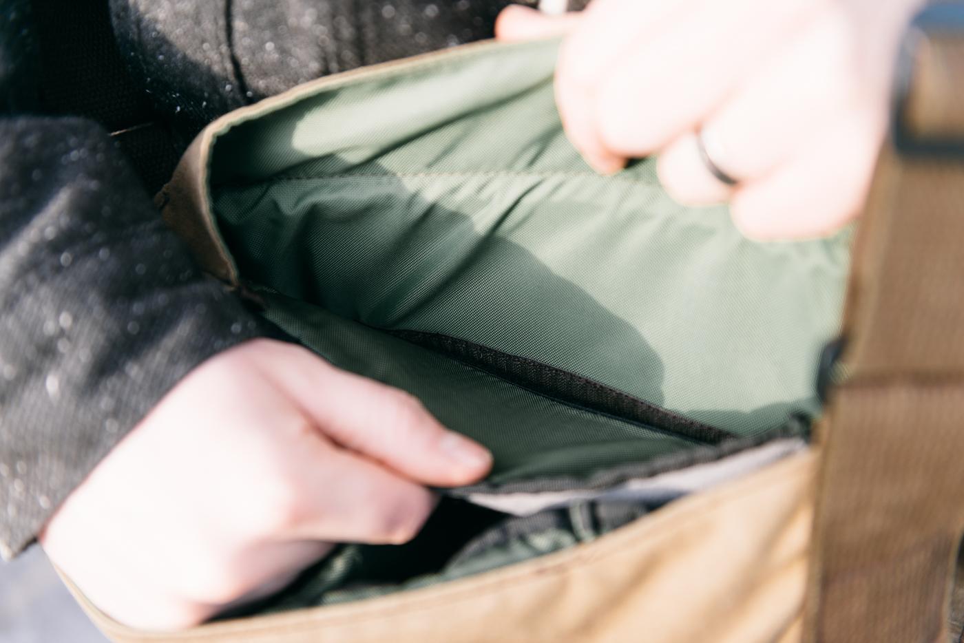 Velcro de maintien de l'insert sur les deux plus long côtés