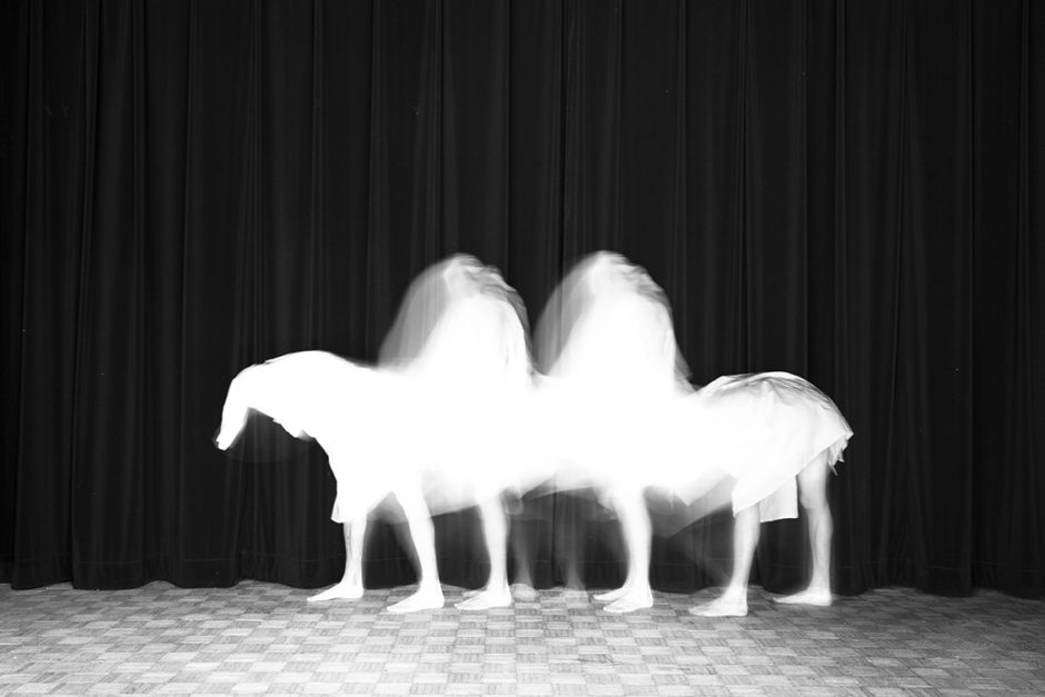 "© Guillaume Martial - Animalocomotion - ""Footlights"" - Galerie Esther Woerdehoff"
