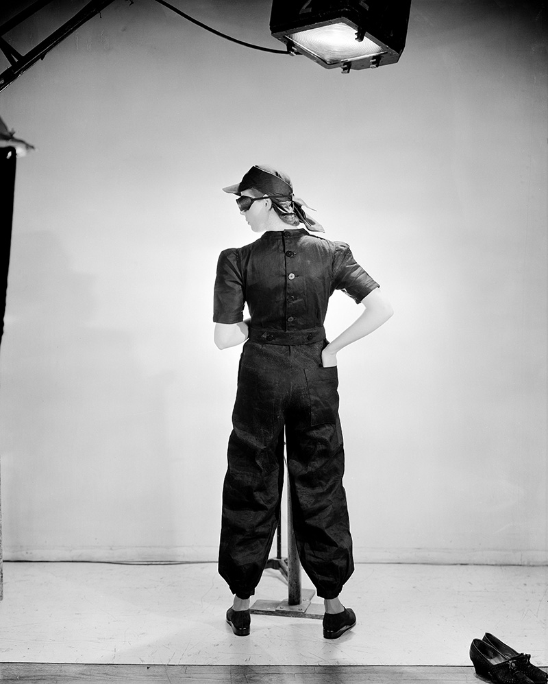 "© Lee Miller - ""Fashion for factories"" (Mode pour les usines), Vogue Studio, London, England, 1941"