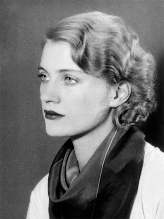 © Lee Miller - Self-portrait  : Variant of Lee Miller par Lee Miller, Paris, France, c. 1930