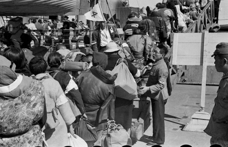 © Milton Gendel, Les rapatriés, Shanghai, 1946 - Exposition à la galerie en Atelier Aroa à Neuilly-sur-Seine