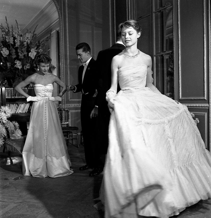 © Robert Doisneau, Brigitte Bardot pour Vogue, 1950 - Exposition à l'Espace Richard de Versailles