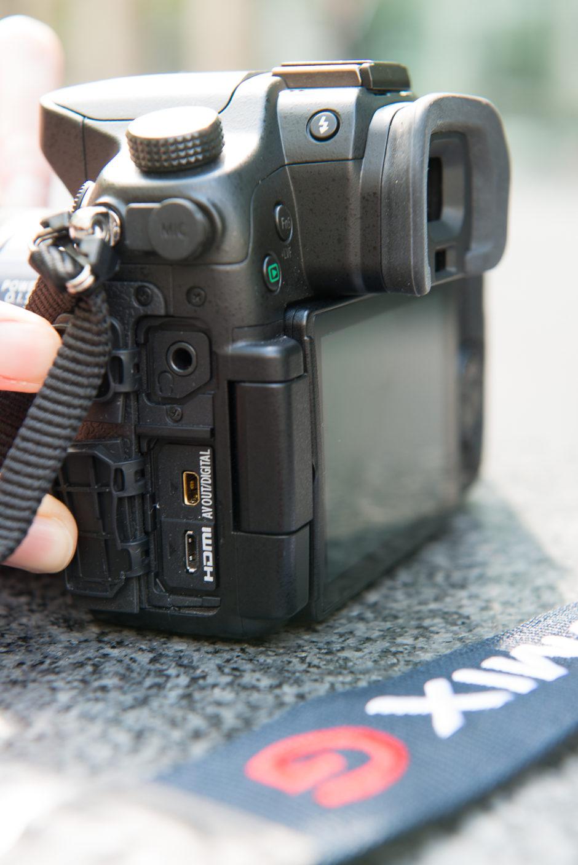 Connectiques du GH4 : sortie casque, sortie micro, sortie HDMI