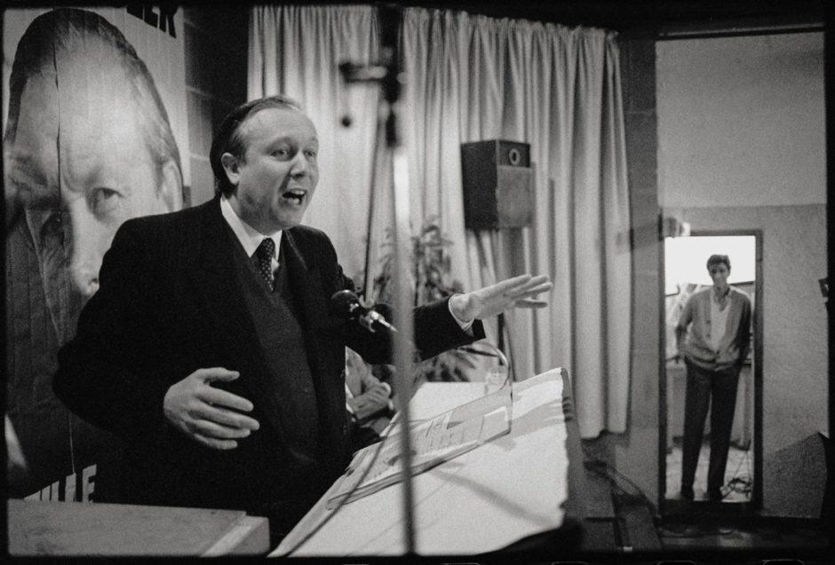 © Eric Franceschi - Jean-Claude Gaudin, en meeting au Sofitel du Pharo, en 1982.