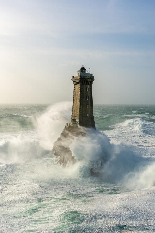 """© Mathieu Rivrin - """"Le phare de la Vieille dans la forte houle de la tempête Ruzica"""""""
