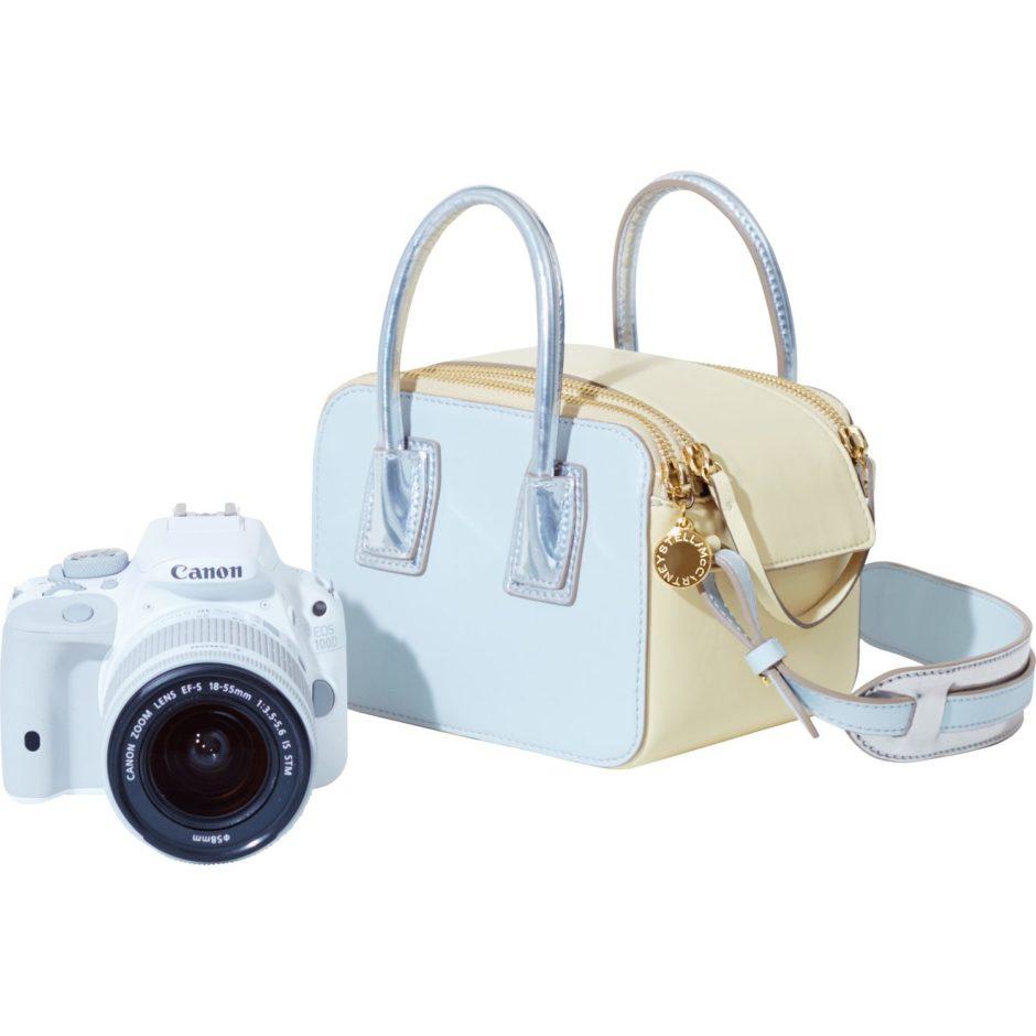 Canon EOS 100D en kit avec un objectif STM 18-55mm et un étui de Stella McCartney