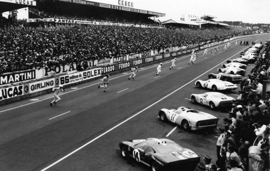 © Henri Béroul - Archives Ouest-France - Départ des 24 Heures du Mans en 1966