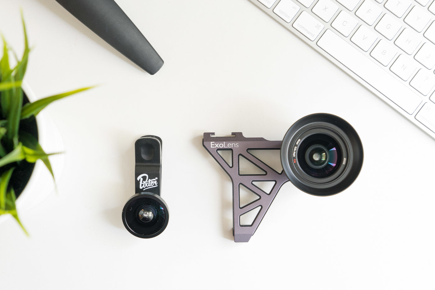 L'objectif Pixter clipsable à côté du ExoLens Zeiss Grand Angle