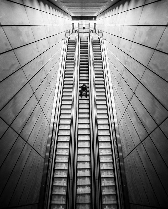 Les photographies de rue graphiques en noir et blanc de Jason M.Peterson