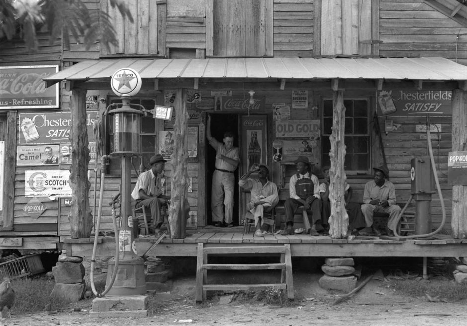 Dorothea Lange Country-store-on-dirt-road-gordontonnorth-carolina-1939-940x656