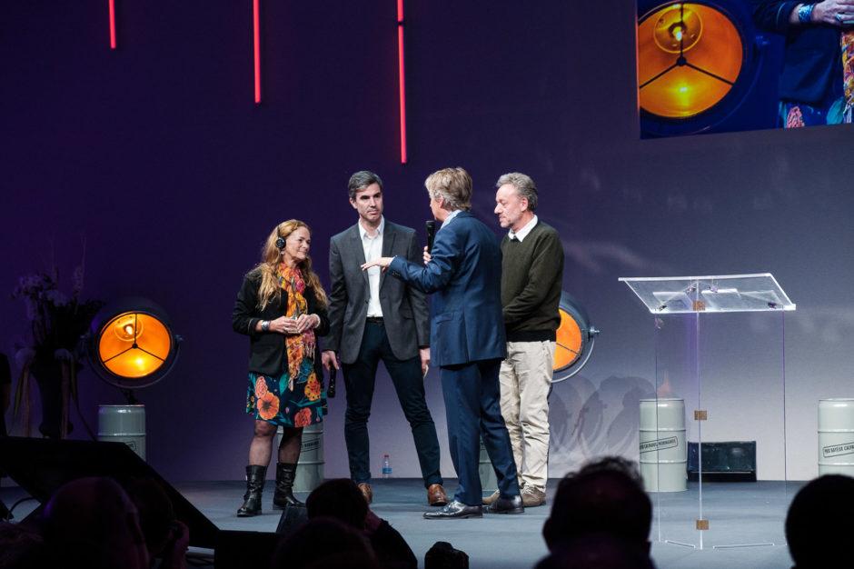 Paula Bronstein recevant le Prix du Public Bayeux 2018