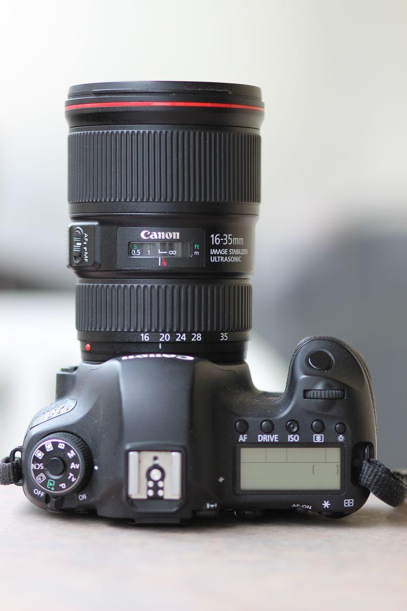 Canon EF 16-35 mm f/4 L IS USM et Canon 6D à la verticale