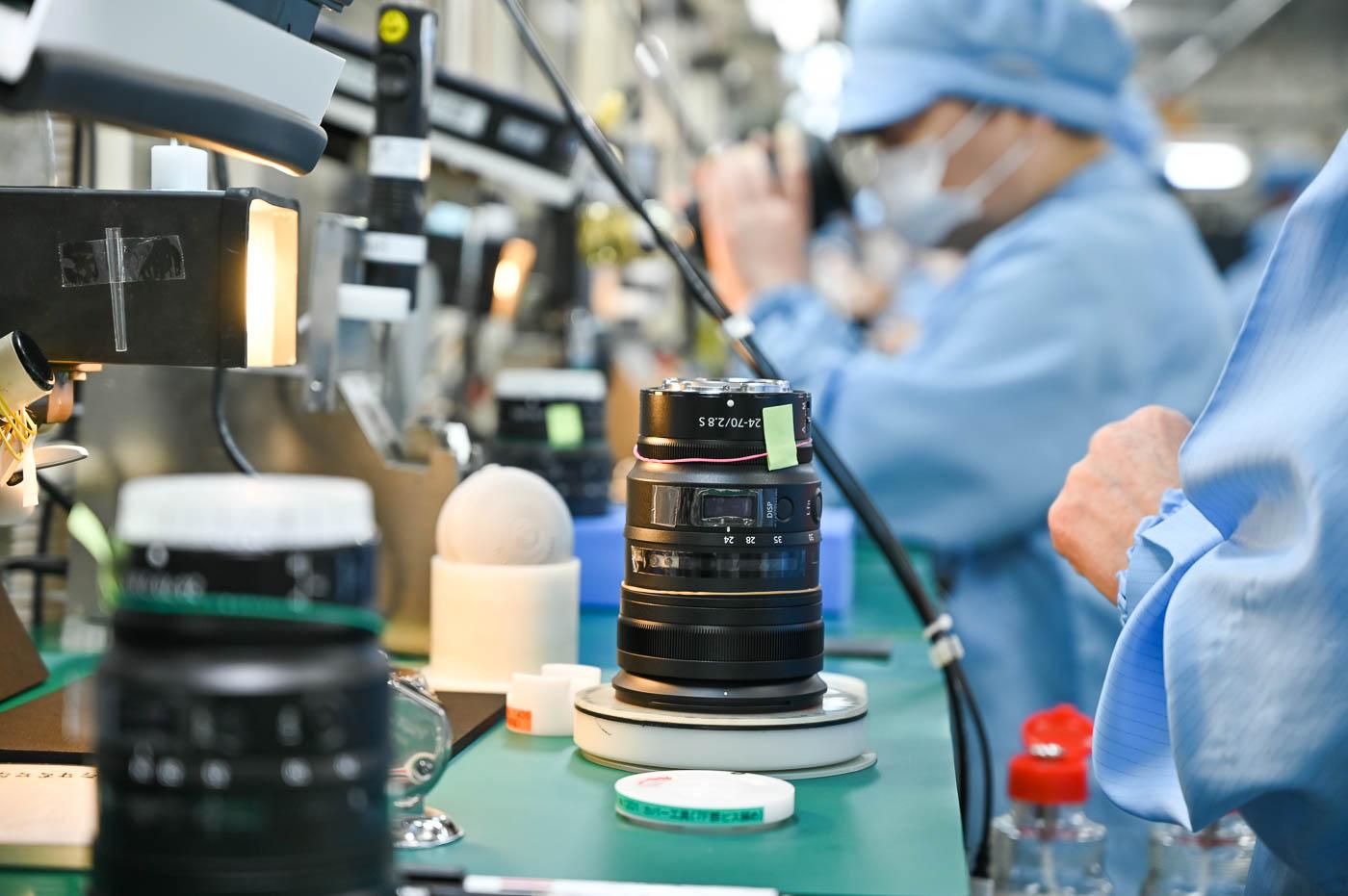 Visite d'usine : sur la ligne d'assemblage du NIKKOR Z 24-70mm f/2.8 S à Nikon Tochigi au Japon