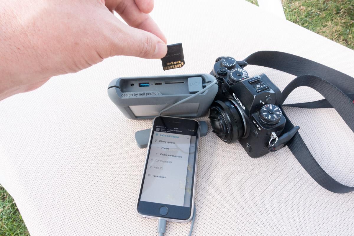 Insertion de la carte SD dans le lecteur du disque