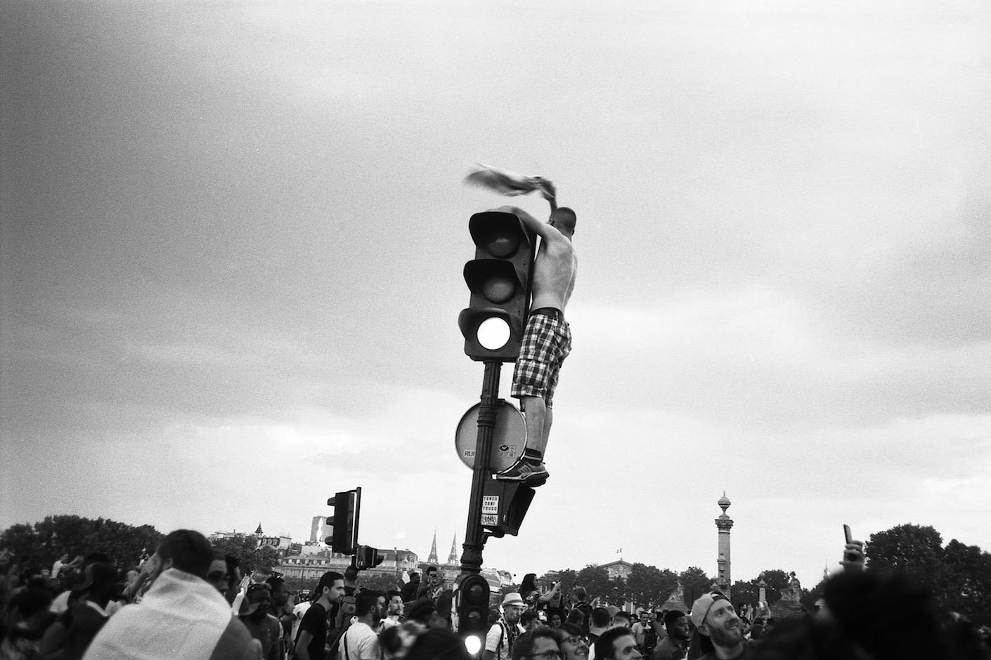 """La photo de rue en argentique avec Grégoire Huret : """"un doigt d'honneur c'est comme une médaille pour moi"""""""