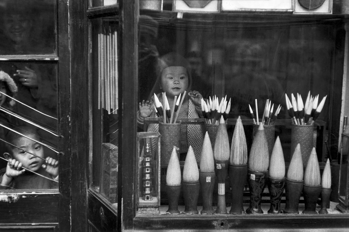 The window display of a brush merchant in the antique dealers' street, Beijing, December 1948. © Fondation Henri Cartier-Bresson / Magnum Photos