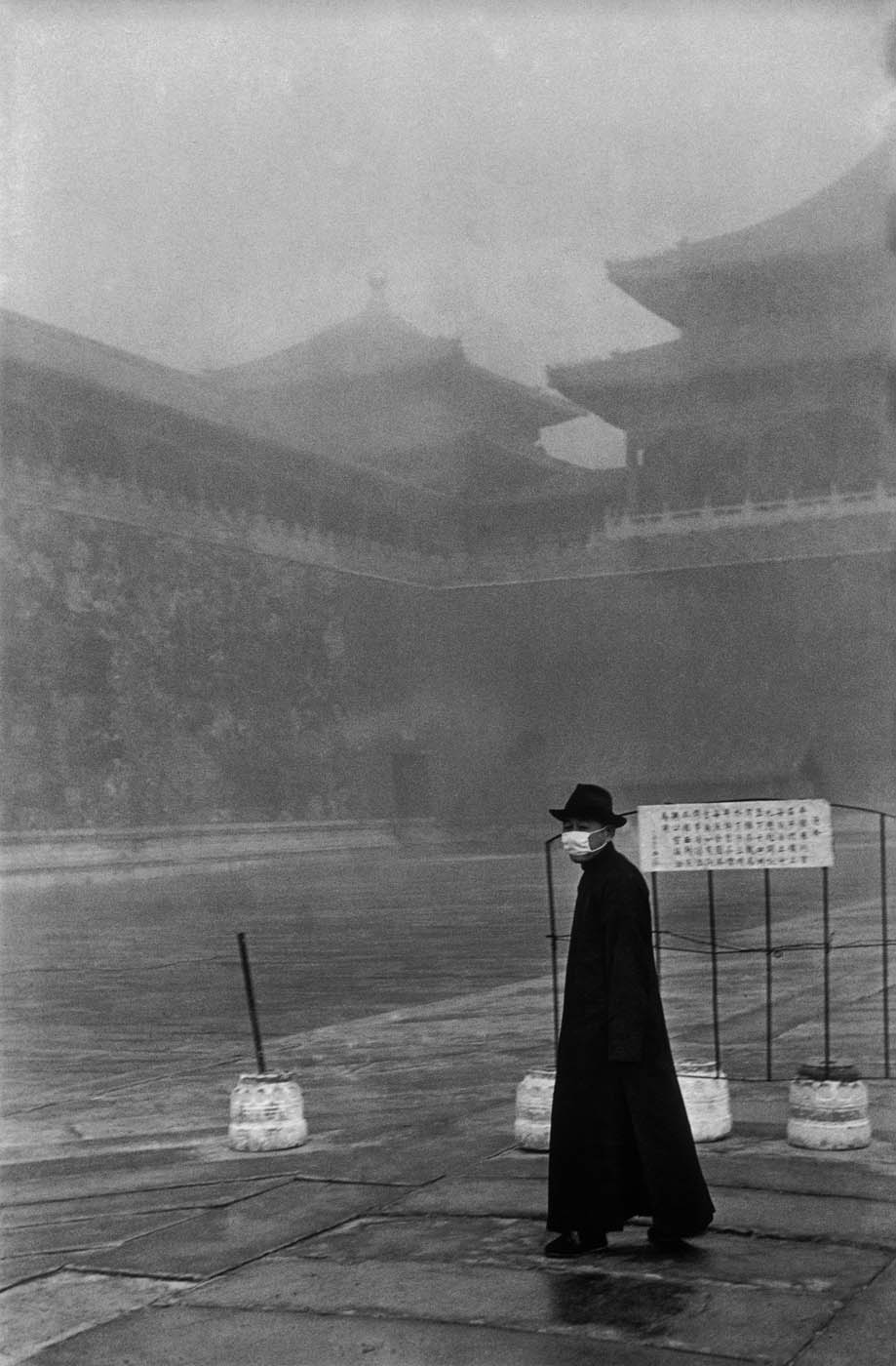 A visitor to the Forbidden City, Beijing, December 1948. © Fondation Henri Cartier-Bresson / Magnum Photos