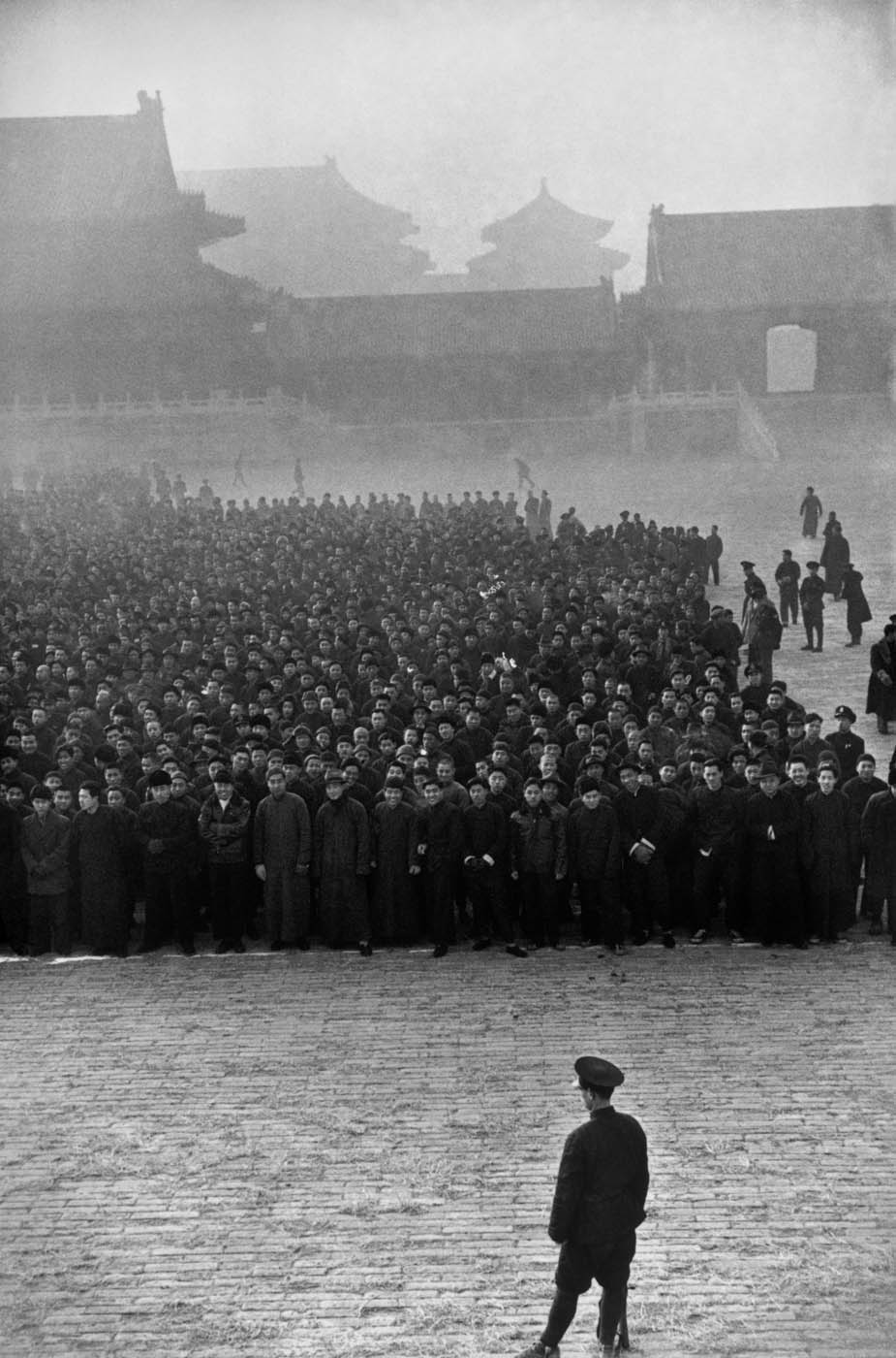 Early in the morning, in the Forbidden City, ten thousand new recruits have gathered to form a Nationalist regiment, Beijing, December 1948. © Fondation Henri Cartier-Bresson / Magnum Photos