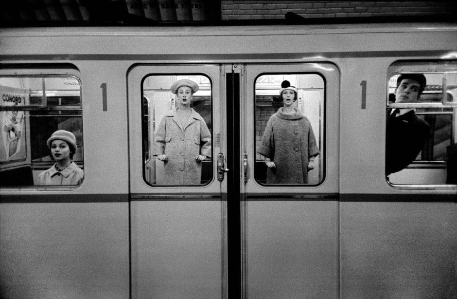 Frank Horvat 1958-paris-for-jardin-des-modes-fashion-in-the-metro-940x614